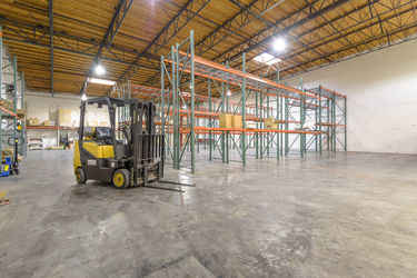 Warehouse for rent in Northridge, CA