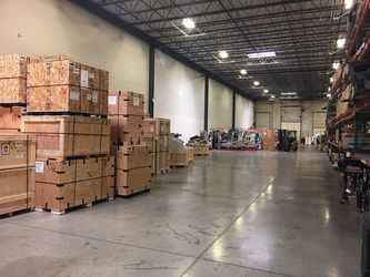 Warehouse for rent in Des Plaines, IL