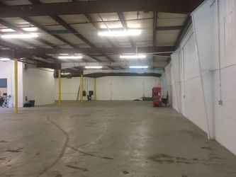 Warehouse for rent in Gurnee, IL